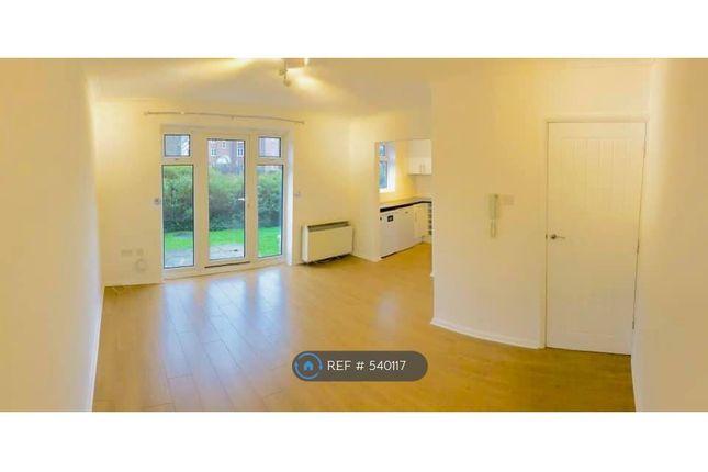 Thumbnail Flat to rent in Ferndown Court, Alton