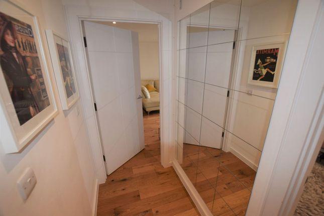 Entrance Hall of 10 Eythorne Road, Brixton / Oval SW9