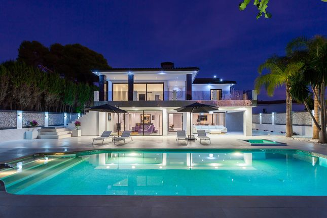 Thumbnail Villa for sale in Playa Los Monteros, Spain