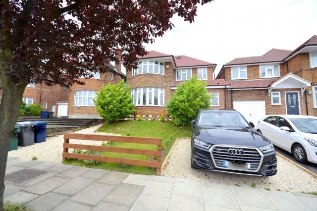 Thumbnail Detached house to rent in Northiam, Woodside Park, London