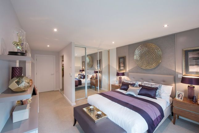 Thumbnail Flat for sale in Akerman Road, London