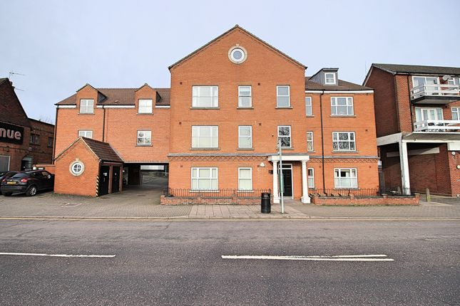 2 bed flat to rent in 64 Bancroft, Hitchin SG5
