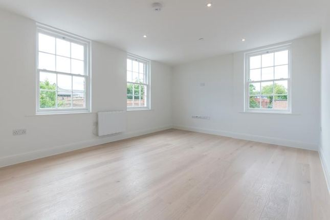 1 bed flat to rent in King Georges Walk, 5 High Street, Esher, Surrey KT10