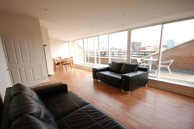 2 bed flat to rent in Cheapside, Reading