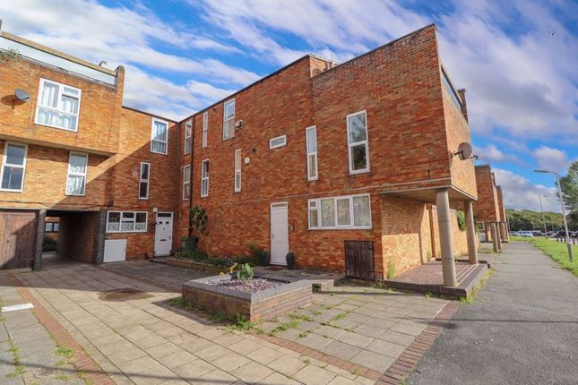 2 bed flat for sale in Iris Mews, Laindon, Basildon SS15
