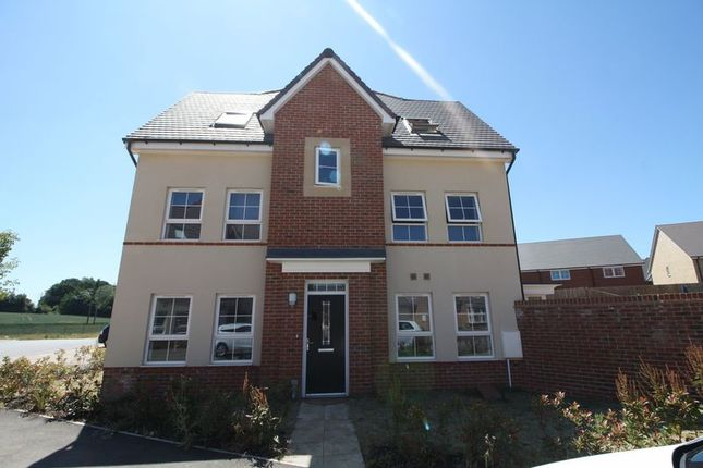Thumbnail Semi-detached house to rent in Monarch Street, Hemel Hempstead