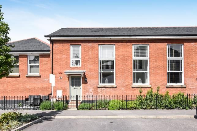 Thumbnail Terraced house for sale in Kensington Way, Brentwood
