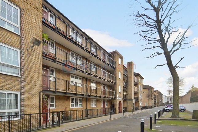 2 bed flat for sale in Cahir Street, London