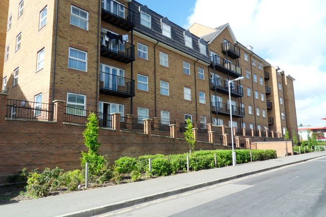 Thumbnail Flat for sale in Holly Street, Luton