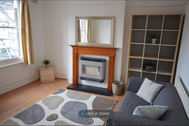 Thumbnail Flat to rent in Grace's Rd, London