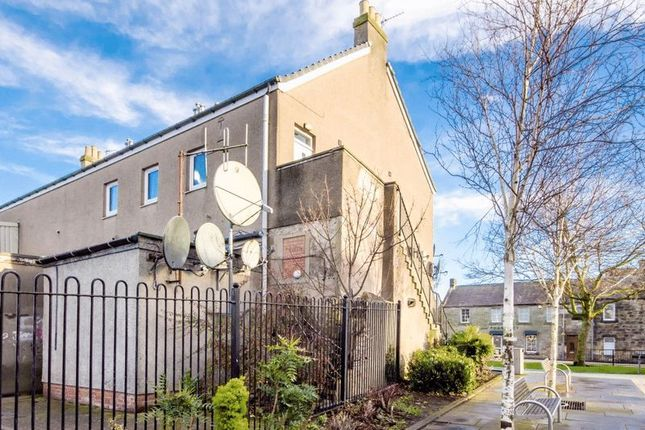 Thumbnail Flat for sale in Knockhill Close, Lochgelly