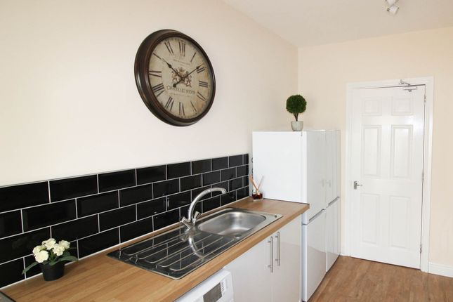 Thumbnail Shared accommodation to rent in Hope Avenue, Goldthorpe