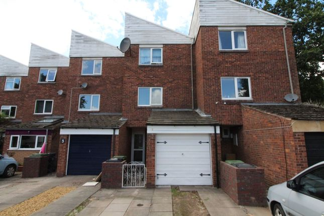 Thumbnail Terraced house for sale in Huntington Close, Redditch
