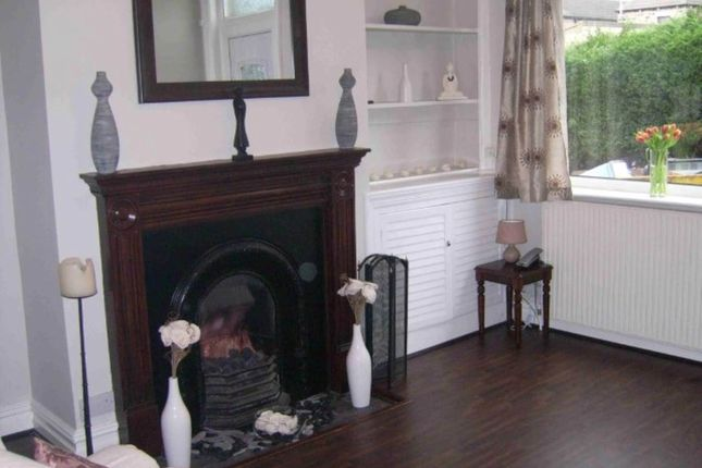 Thumbnail Room to rent in Featherbank Grove (Room 2), Horsforth, Leeds