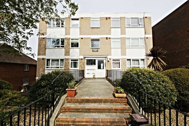 Thumbnail Flat for sale in Knollys Road, London