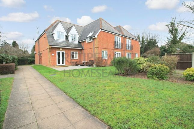 Thumbnail Flat for sale in Watermans, Romford