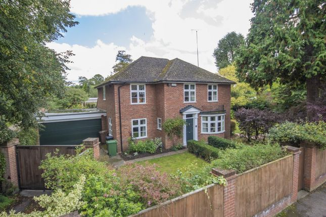Thumbnail Detached house for sale in Cleeve Road, Goring On Thames, Reading
