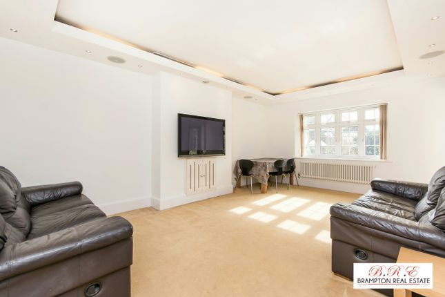3 bed flat to rent in Danescroft, Hendon