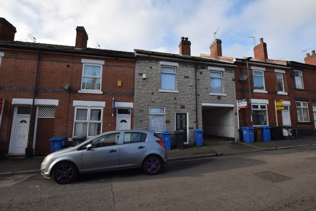 Thumbnail Shared accommodation to rent in Howe Street, Derby