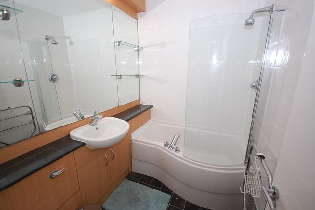 Bathroom of Burlington Street, Hulme, Manchester M15