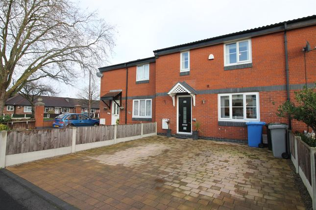 2 bed town house for sale in Calver Close, Urmston, Manchester M41
