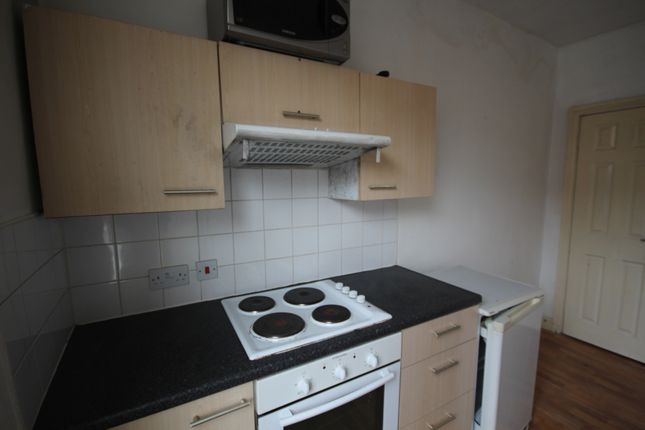 Thumbnail Flat to rent in Harlech Street, Beeston, Leeds, West Yorkshire