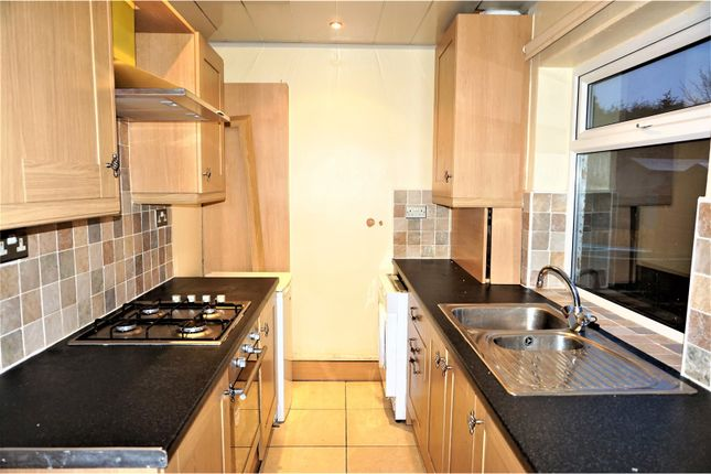 Thumbnail Terraced house to rent in Ling Royd Avenue, Halifax