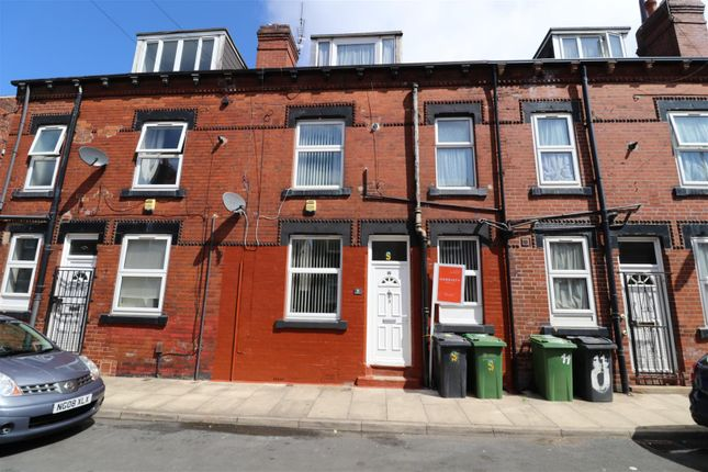 2 bed property to rent in Stanley View, Armley, Leeds LS12