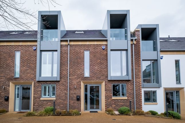 Thumbnail Town house for sale in Jury Street, Warwick