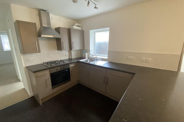 Thumbnail Flat to rent in Holland Road, London