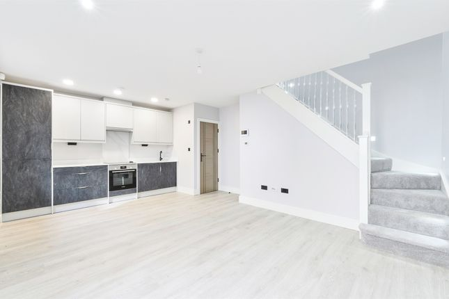 Thumbnail Mews house for sale in High Street, Dorking