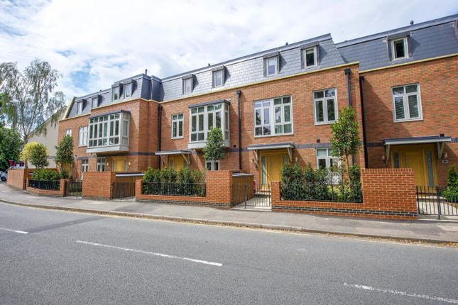 Thumbnail Terraced house to rent in Thames Street, Weybridge