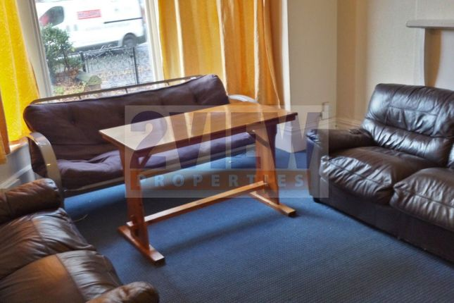 Thumbnail Property to rent in Kirkstall Lane, Leeds, West Yorkshire