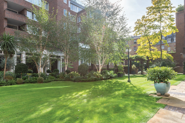 3 bed flat for sale in Ebury Street, London