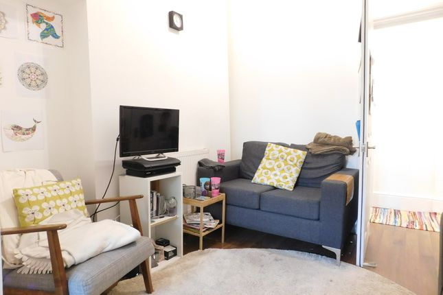 Thumbnail Triplex to rent in Junction Road, Archway