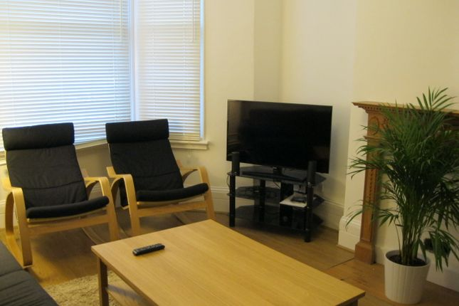 Thumbnail Shared accommodation to rent in Westville Road, Shepherds Bush, London