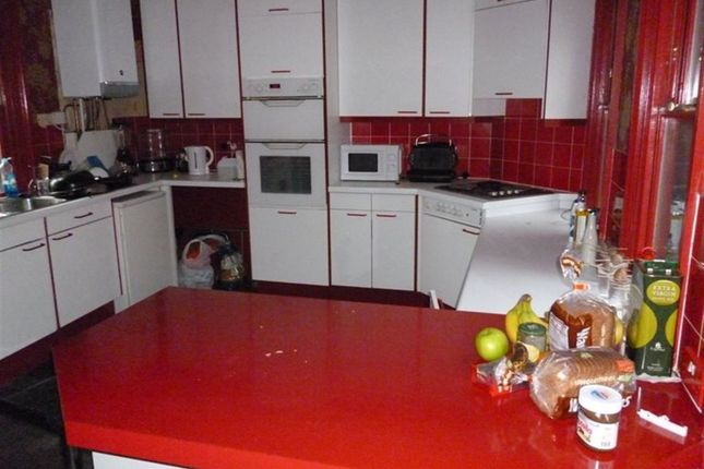 Thumbnail Terraced house to rent in St Johns Terrace, Hyde Park, Leeds
