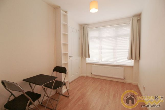 Studio to rent in Ellesmere Road, London