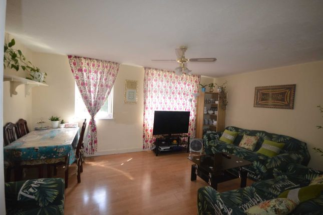 Maisonette for sale in Manchester Road, Canary Wharf
