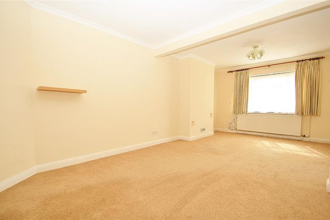 3 bed semi-detached house to rent in Weymouth Road, Hayes