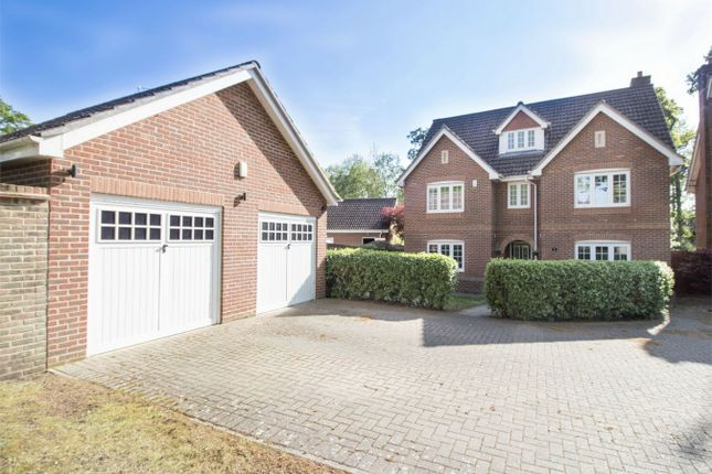 Thumbnail Detached house for sale in Kintbury Close, Fleet