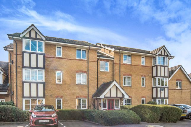 2 bed flat to rent in Redwood Grove, Bedford MK42