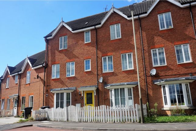 Thumbnail Town house for sale in Oakwood Road, Leicester