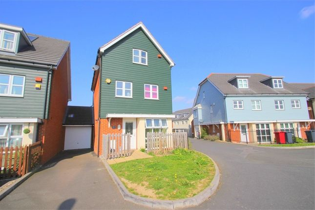 Thumbnail Town house to rent in Mathecombe Road, Cippenham, Berkshire