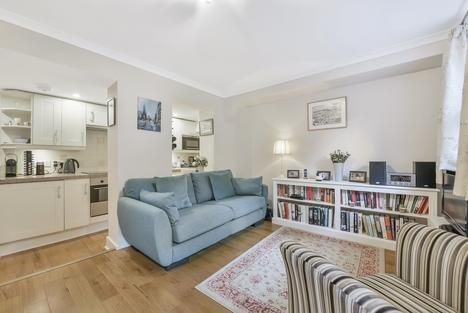 Thumbnail Flat to rent in Hanover Gardens, London