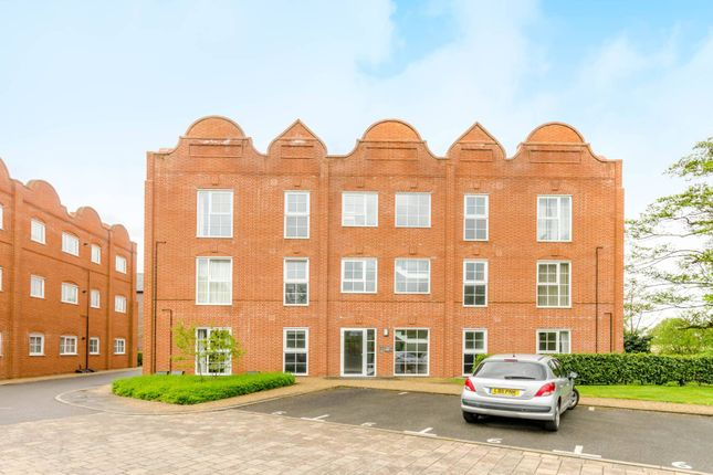 Thumbnail Flat for sale in Gresham Park Road, Old Woking