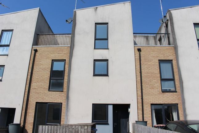 Thumbnail Town house to rent in West Craven Street, Salford