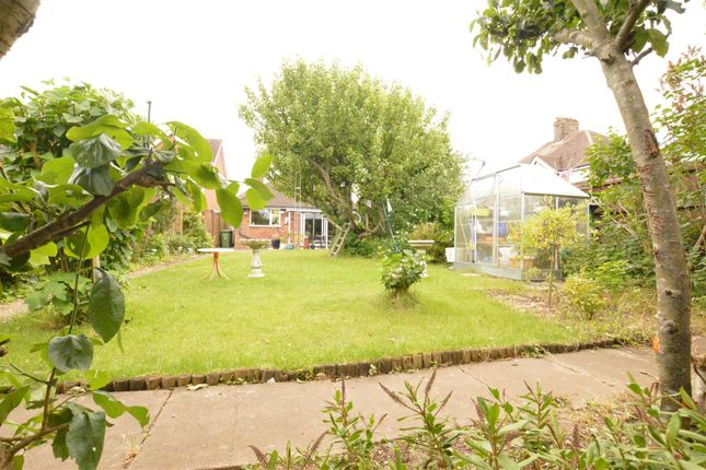 Thumbnail Detached bungalow for sale in The Retreat, Dunstable
