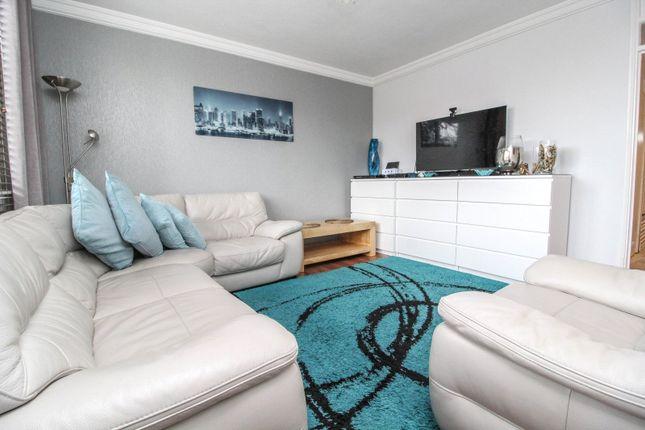 Thumbnail Flat to rent in Farrow House, Doddinghurst Road