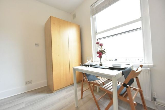 Photo 3 of All Bills Inclusive Studio, Montpelier Road, Peckham London SE15